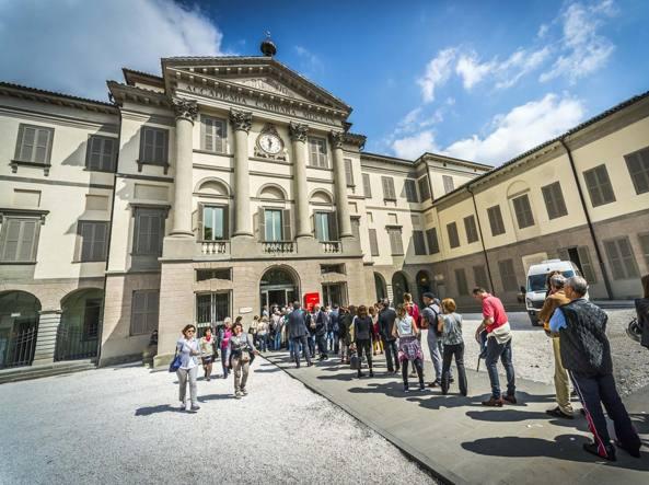 Fondazione carrara oggi la firma e per la direzione gi for Mercatini bergamo e provincia oggi
