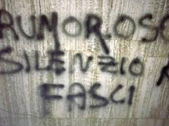 La scritta trovata sotto casa