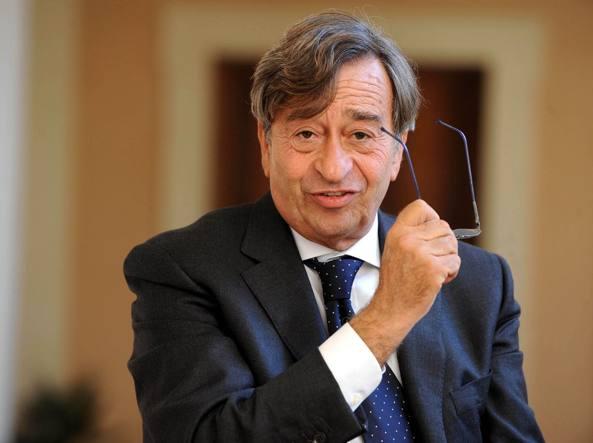 Vito Riggio, 68 anni, siciliano, due volte deputato con la Dc, è dal 2003 ai vertici dell'Ente nazionale per l'aviazione civile