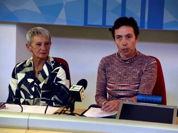 Il dirigente dell'Ufficio scolastico territoriale di Bergamo, Patrizia Graziani, e la mamma di Yara, Maura Panarese