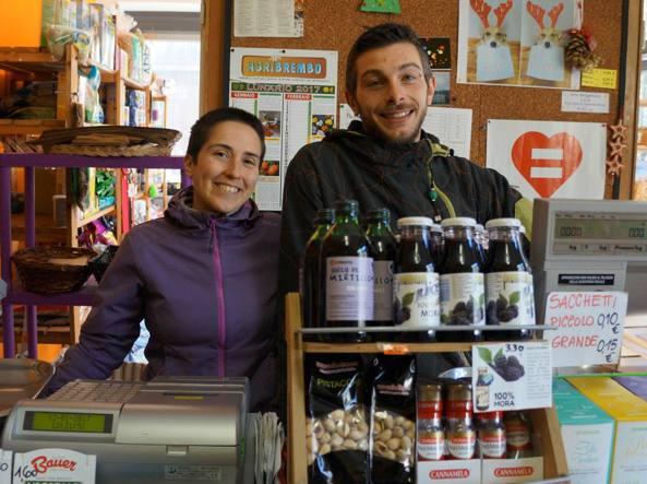 Veronica Arizzi e Michele Mangini gestiscono un fruttivendolo a Olmo al Brembo