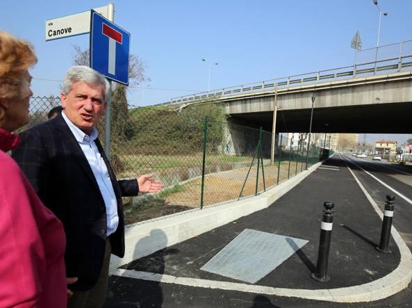 L'assessore ai Lavori Pubblici Marco Brembilla e i lavori ultimati tra via per Zanica e via Canove