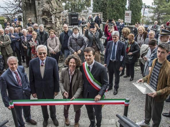 Il taglio del nastro con il sindaco Giorgio Gori (LaPresse/Sergio Agazzi)