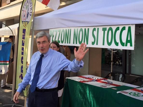 L'ex sindaco  ed ex preside dell'istituto dei Salesiani di Treviglio Giuseppe Pezzoni, 50 anni