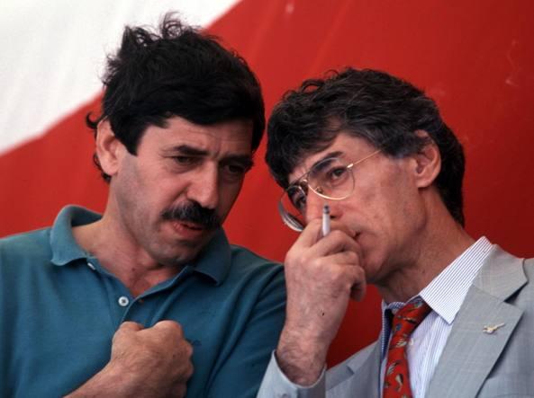 Alessandro Patelli con Umberto Bossi nel 1994 sul palco di Pontida. Allora, Patelli era segretario amministrativo del movimento