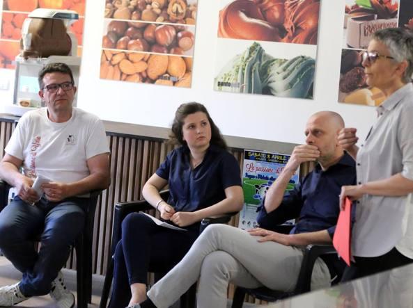 Da sinistra, Fulvio Gambirasio, Laura Arrighetti (contatti con la stampa per La Passione di Yara), Alfio Zanga di ATA, e l'assessore Loredana Poli
