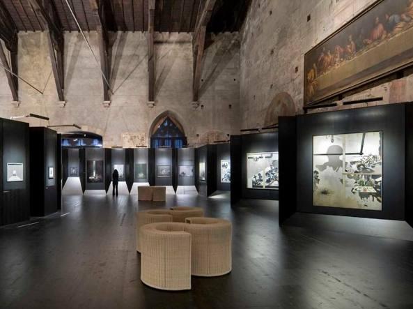 L'allestimento ideato da Botta per la mostra di Ferroni al Palazzo della Ragione