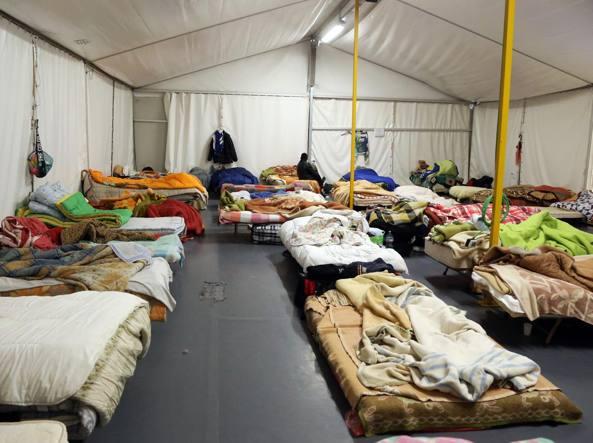 La tenda dormitorio al Patronato di via Gavazzeni