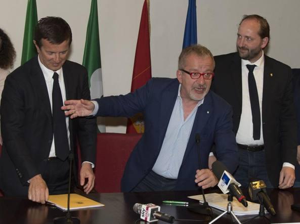 Giorgio Gori, Roberto Maroni e Matteo Rossi (LaPresse/Sergio Agazzi)