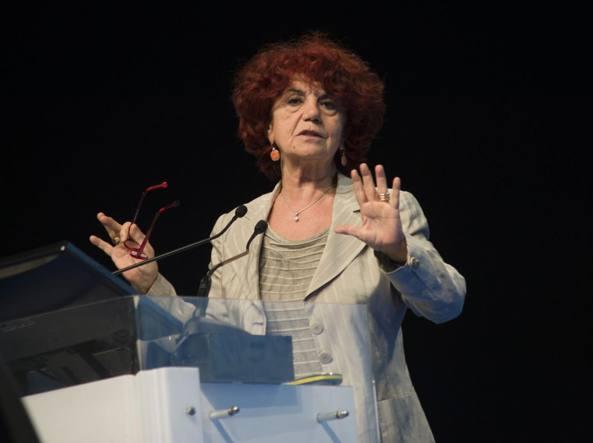 Il ministro dell'Istruzione Valeria Fedeli in Fiera a Bergamo (LaPresse/Sergio Agazzi)