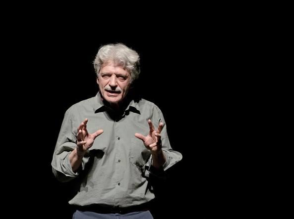 Fabrizio Bentivoglio nei panni di un professore nella banlieue a Tolosa, diretto da Michele Placido in «L'ora di ricevimento», aprirà la stagione il 30 novembre