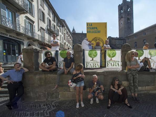 La protesta di sabato in Piazza Vecchia