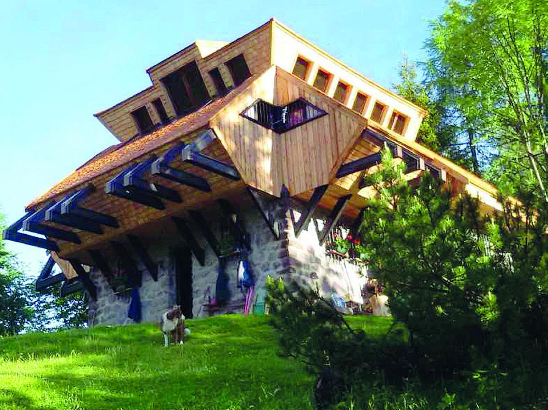 Era un roccolo da uccellagione realizzato su una precedente struttura ottocentesca ed è stato trasformato dall'architetto Ferruccio Cerutti