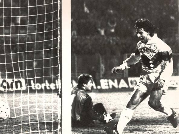 Il gol contro il portiere del Colonia Illgner, dicembre 1990