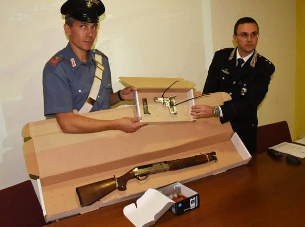 Le armi sequestrate dai carabinieri di Bergamo