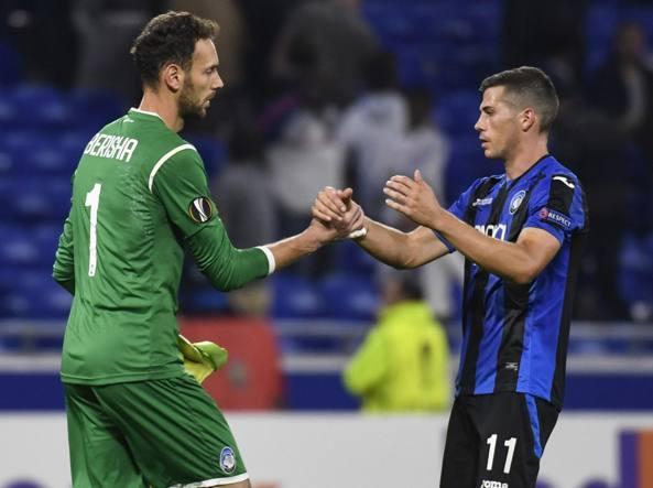Berisha e Freuler alla fine della partita (Afp)