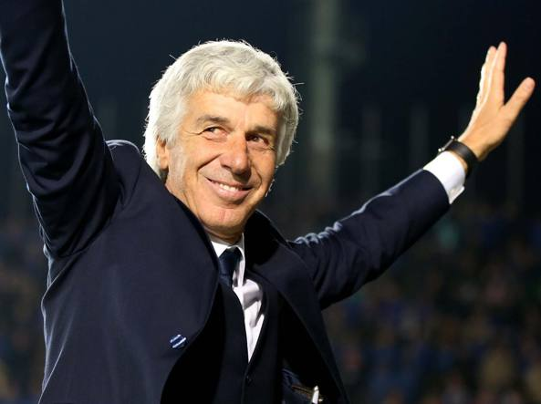 Gian Piero Gasperini saluta i tifosi bergamaschi dopo la partita
