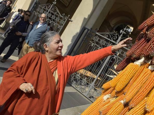 L'attivista indiana Vandana Shiva in Provincia (LaPresse/Tiziano Manzoni)