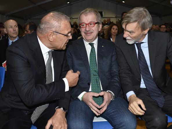 Il presidente di Brembemi Francesco Bettoni, Roberto Maroni e Graziano Delrio