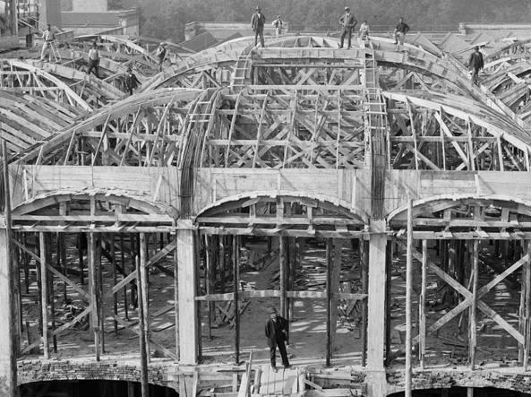 La costruzione della fabbrica a fine Ottocento