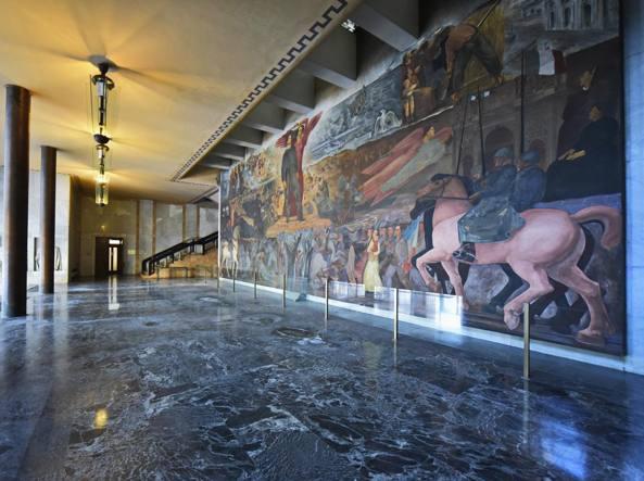 Il grande atrio di Palazzo della Libertà (LaPresse/Tiziano Manzoni)