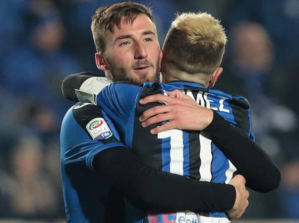 L'abbraccio fra Gomez e Cristante  dopo il gol