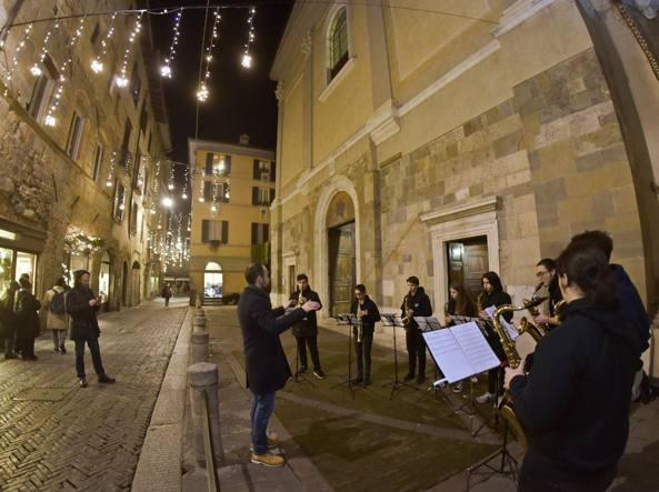Uno dei primi concerti della notte bianca, in Città Alta, per i 200 anni dalla nascita di Donizetti (LaPresse/Manzoni)