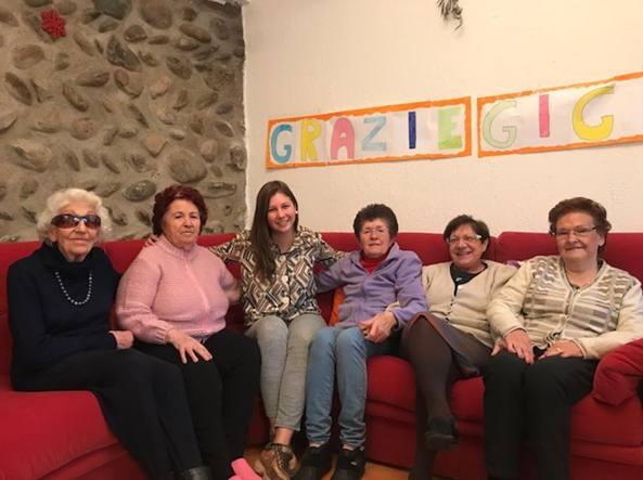 Michela Pesenti tra le sue «nonne»