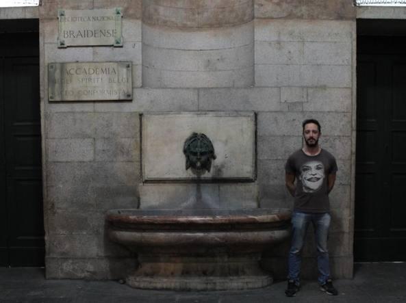 Francesco Bianchi la notte del primo novembre con la targa fasulla appena sostituita