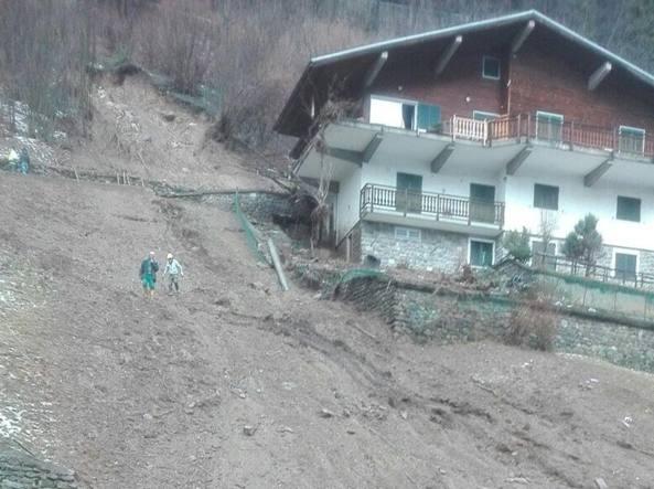 Frana Contro Una Casa A Mezzoldo Famiglia Evacuata