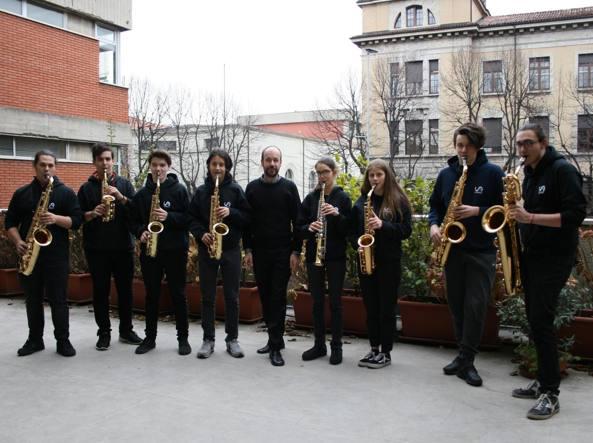 Da sinistra: Cristian Gattini, Massimiliano Tombini, Gabriele Maj, Paolo Mantovani, il prof Roberto Genova, Laura Berta, Victoria Pezzotta, Roberto Gritti e Dimitri Ghilardi