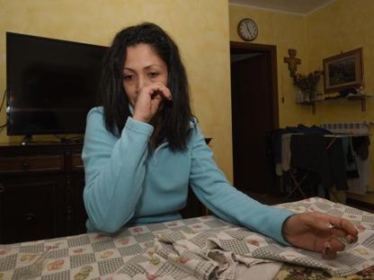 La donna colombiana che ha assistito la vicina parlando con l'infermiere